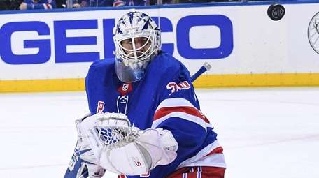 Rangers goaltender Henrik Lundqvist keeps his eyes on