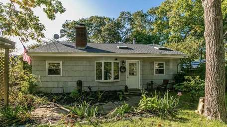 This Hampton Bays ranch is on sale for