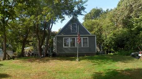 This Hampton Bays Cape is on the market