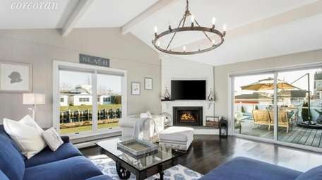 The 1,522-square-foot home has 3 bedrooms, 2 bathrooms,