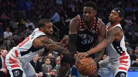 Knicks forward Julius Randle is defended under the