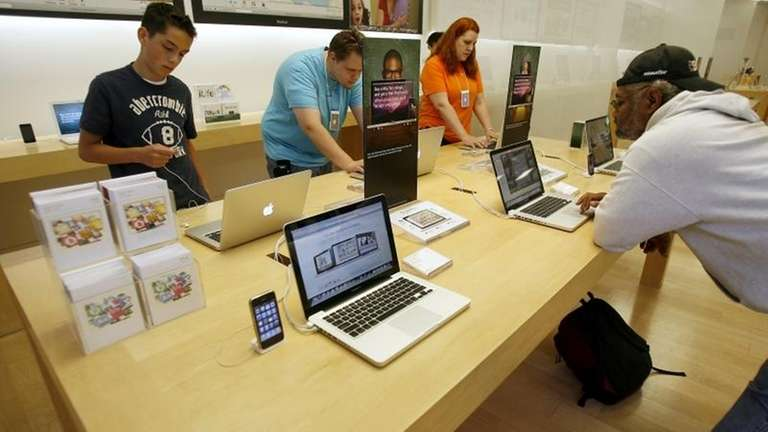 Apple Store: Several customers use MacBook Pro laptops