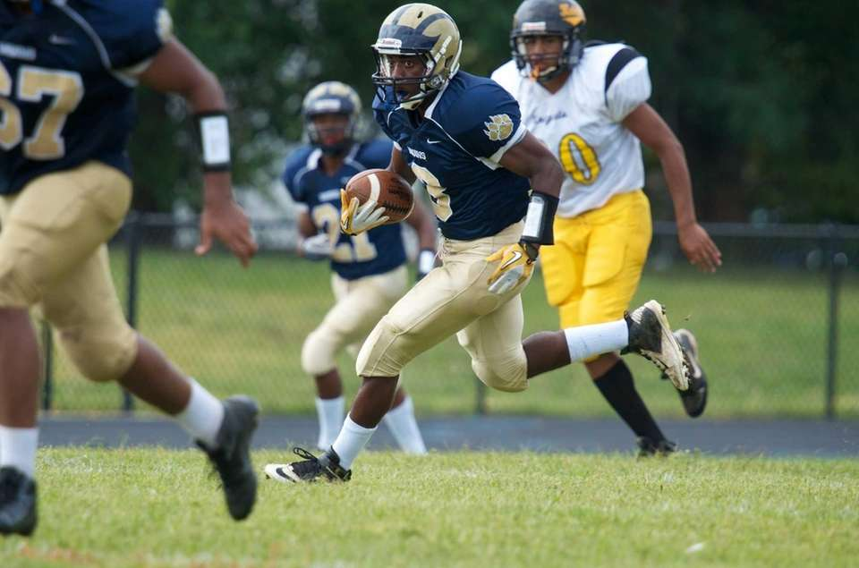 Baldwin wide receiver Travais Hylton runs up field