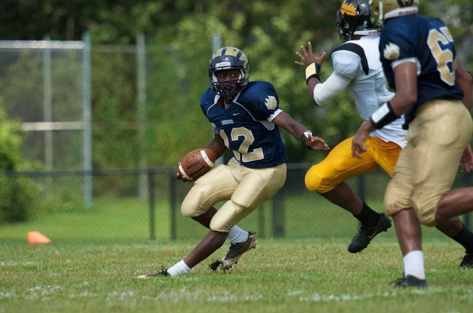 Baldwin running back Jovaun Tomlinson runs the ball