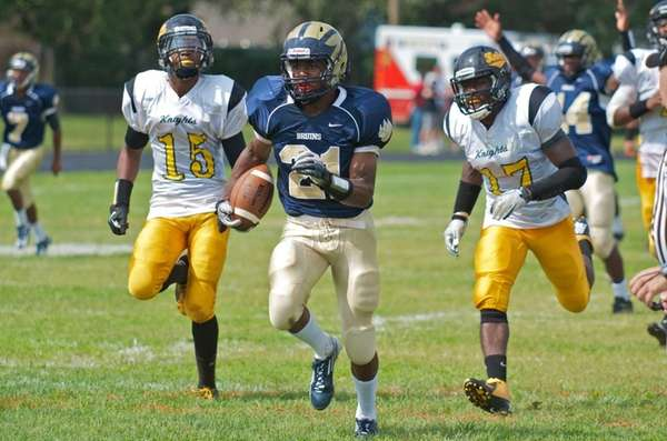 Baldwin running back Treyvon Mask runs up field