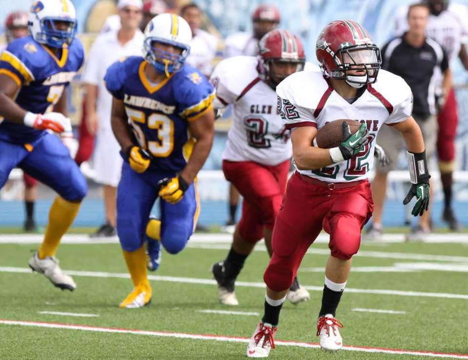 Glen Cove's Billy Neice runs the ball during