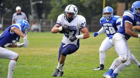 Justin Buckley of Oceanside finds daylight and runs