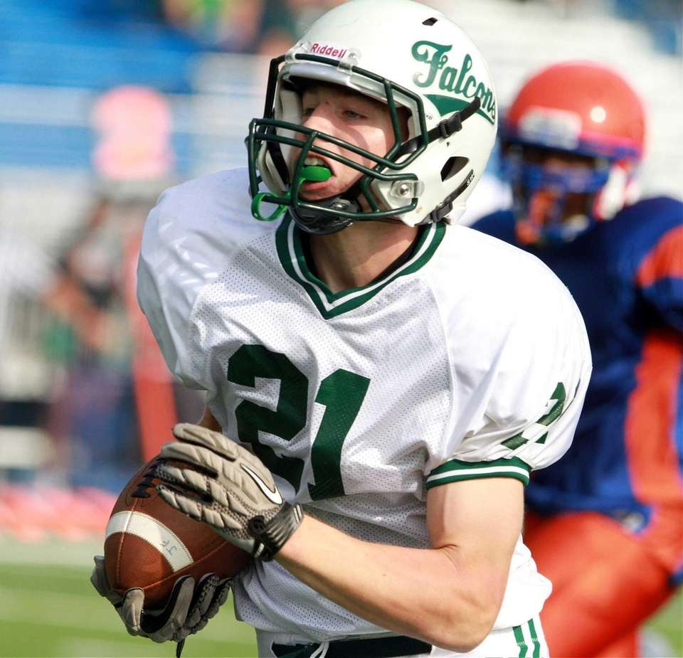 Locust Valley's Louis Jokinsky heads down field for