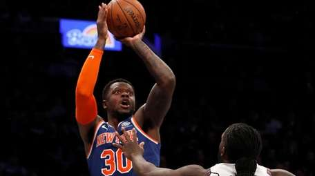 Julius Randle led the Knicks with 33 points