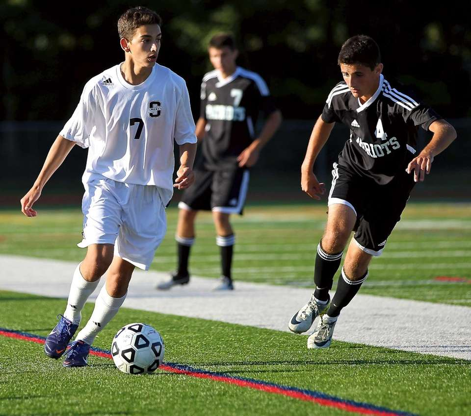 Smithtown West F Nick Pizzo moves the ball
