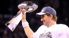 Giants quarterback Eli Manning (10) celebrates the 21-17