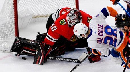 Blackhawks goaltender Robin Lehner blocks a scoring chance