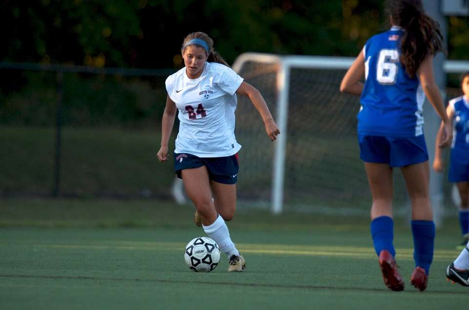 South Side's Alex Reis dribbles the ball up