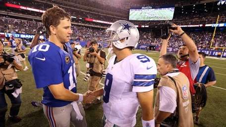 Eli Manning Cowboys quarterback Tony Romo shake hands