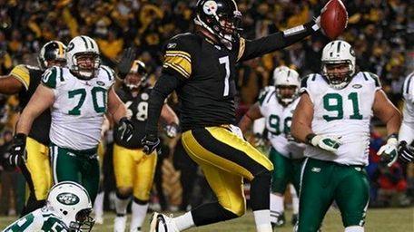Pittsburgh Steelers quarterback Ben Roethlisberger beats New York