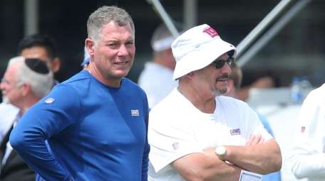 Giants head coach Pat Shurmur, left, and general