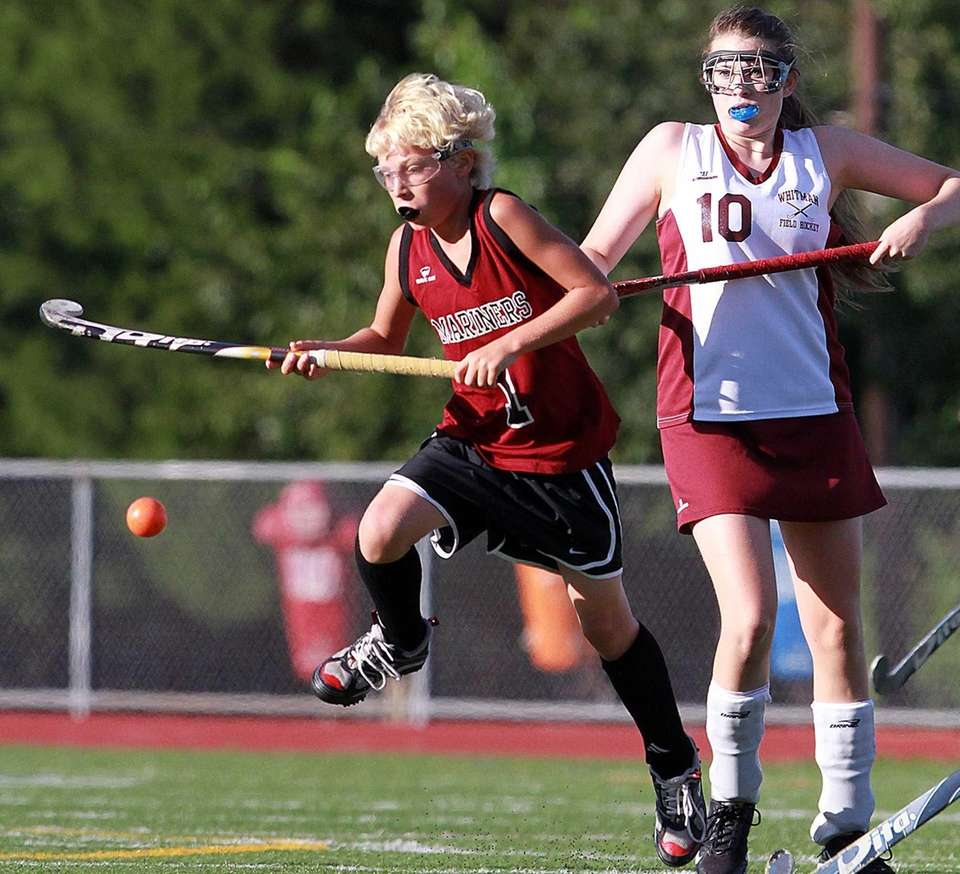 Southampton field hockey player Keeling Pilaro chases down