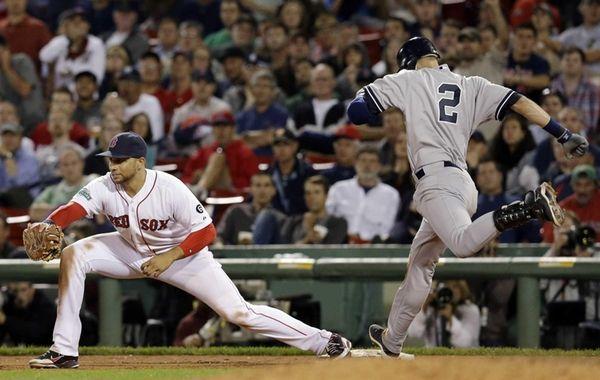 New York Yankees' Derek Jeter (2) tries to