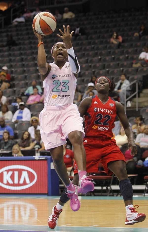 Cappie Pondexter goes to the basket after driving