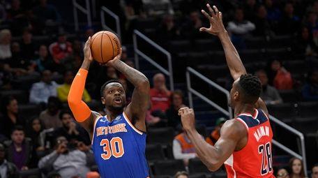 Knicks forward Julius Randle (30) shoots next to