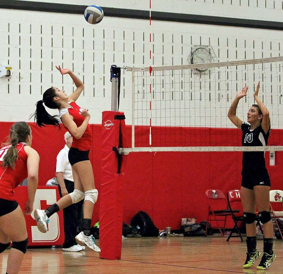 Connetquot's Lizzie Hickey gets set for the return