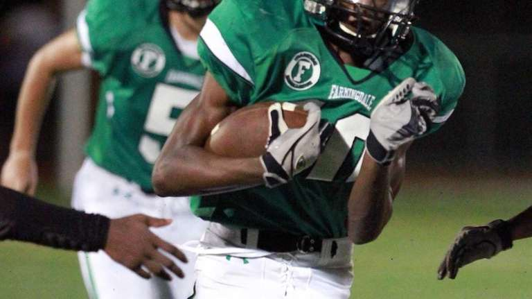 Farmingdale's Curtis Jenkins breaks into open field for