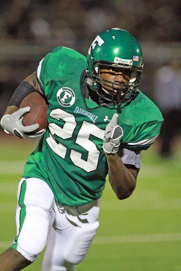 Farmingdale's Kevin Petit-Frere breaks for a long run