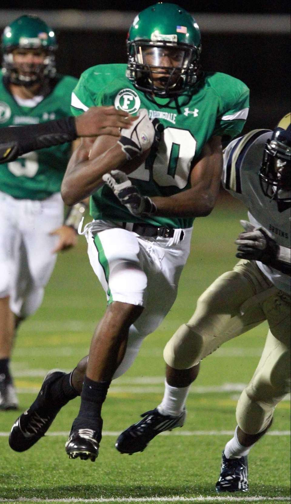 Farmingdale's Curtis Jenkins breaks into the open field