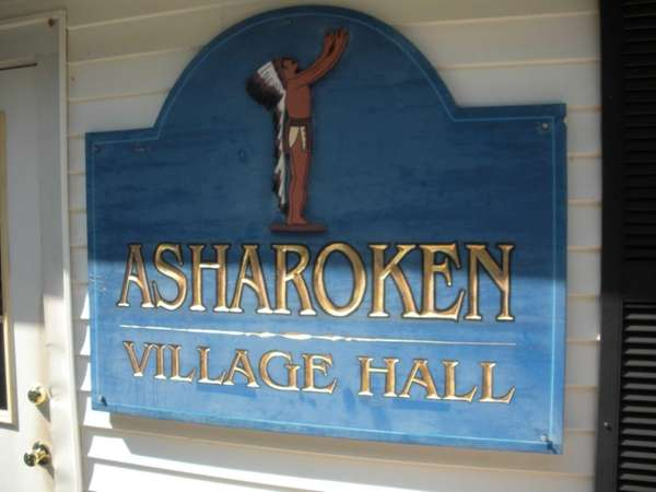 Asharoken's board of trustees voted 4-0 with one