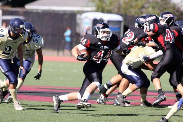 Mt. Sinai's Dan Kaufman runs the ball in