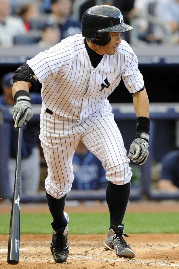 Ichiro Suzuki singles off Tampa Bay Rays starting