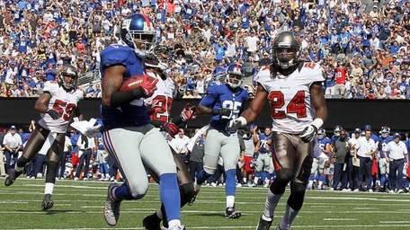 Hakeem Nicks #88 scores a touchdown in the