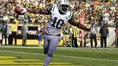 Jets wide receiver Santonio Holmes (10) celebrates as