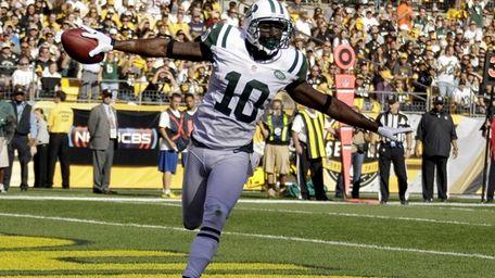 Jets wide receiver Santonio Holmes (10) celebrates as