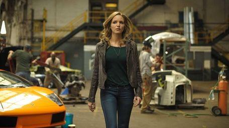 Jordana Spiro as Dr. Grace Devlin in
