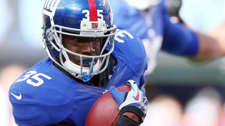 Andre Brown of the New York Giants carries