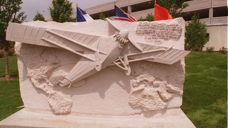 The monument to Charles Lindbergh's flight from Roosevelt
