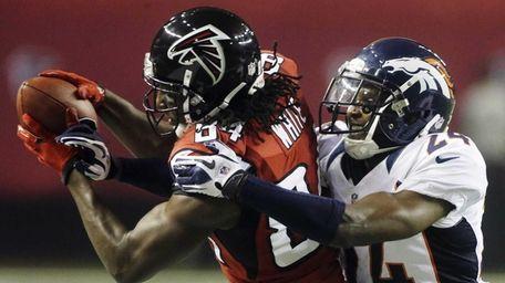 Atlanta Falcons wide receiver Roddy White makes a