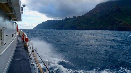 U.S. Coast Guard Cutter William Hart moves toward