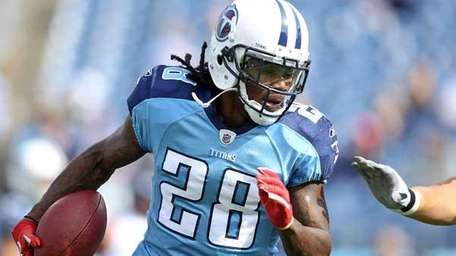 Chris Johnson #28 of the Tennessee Titans