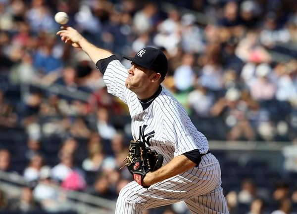 David Phelps delivers a pitch against the Tampa
