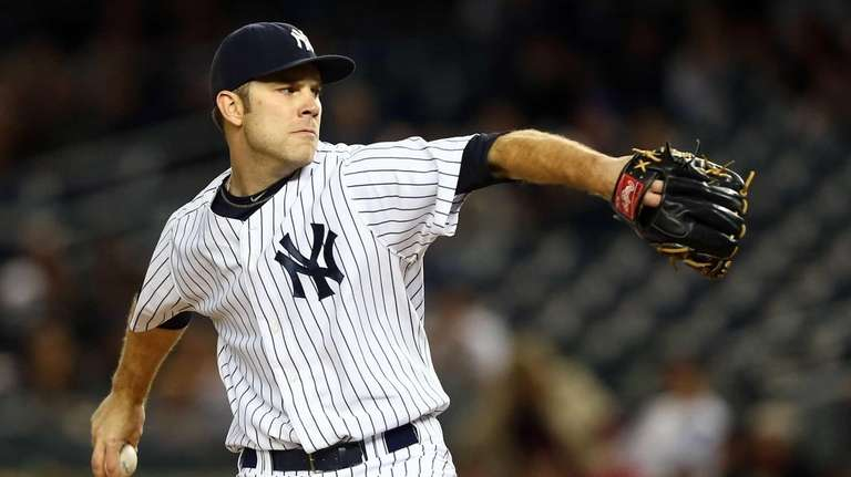 David Phelps pitches in a game against the
