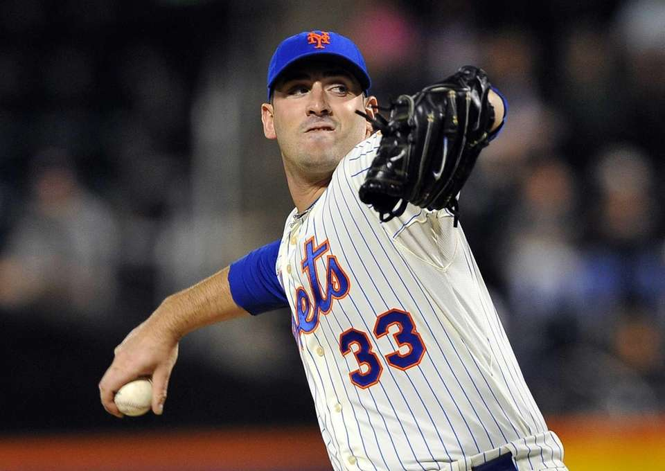 Matt Harvey delivers a pitch to a Phillies