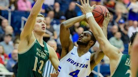 Hofstra guard Desure Buie (4) tries to shoot