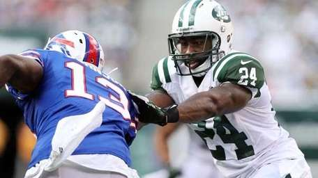 Darrelle Revis #24 of the Jets defends against