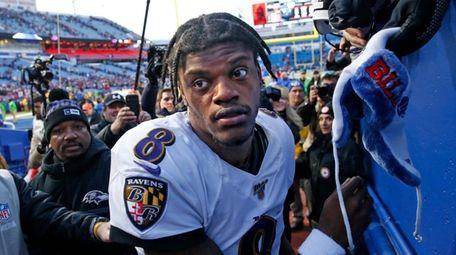 Baltimore Ravens quarterback Lamar Jackson (8) heads to