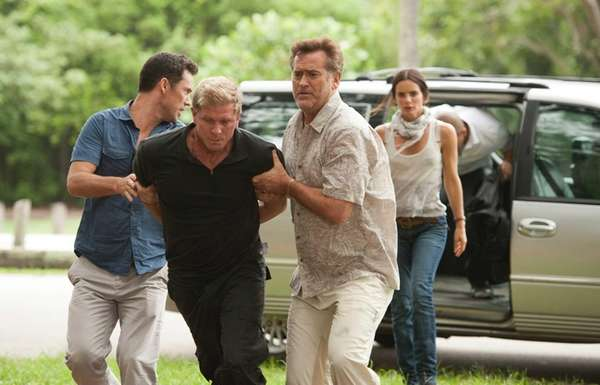 Jeffrey Donovan as Michael Westen, Kenny Johnson as