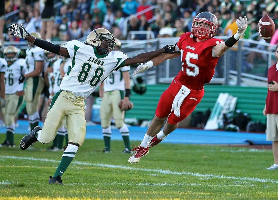 Connetquot wide receiver James Higgins can't quite grab