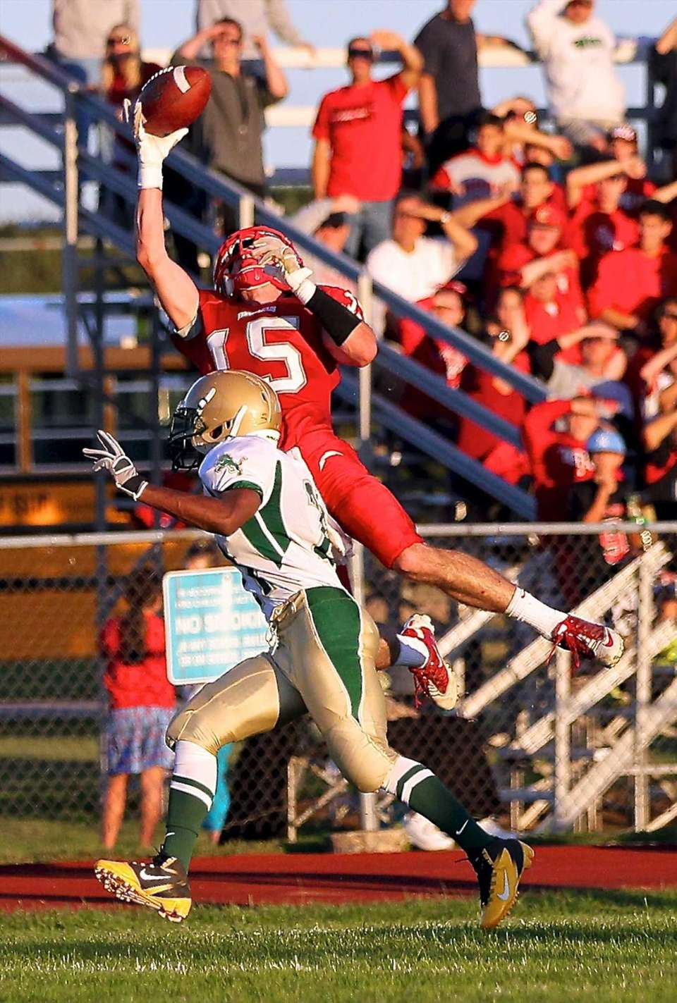 Connetquot wide receiver James Higgins makes the one-handed