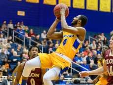 Hofstra guard Desure Buie (4) goes to the